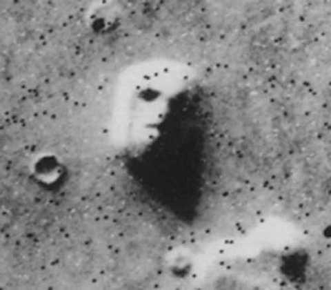 Năm 1976, Tàu vũ trụ Viking I đã ghi lại một hình ảnh khuôn mặt người trên bề mặt sao Hỏa.