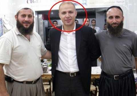 Con trai đương kim Tổng thống Thổ Nhĩ Kỳ chụp ảnh cùng các đối tượng mà chuyên gia Nga cho là các lãnh đạo của phong trào IS