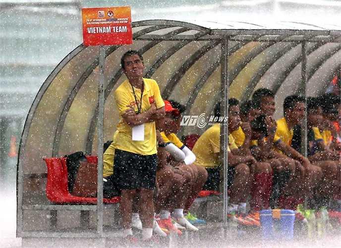 HLV U21 Việt Nam-Phạm Minh Đức- là người gây sốc nhất tại giải U21 Quốc tế Báo Thanh Niên tính đến thời điểm này. Nhiều người gọi ông là Lê Thụy Hải mới của bóng đá Việt Nam.(Ảnh: Quang Minh)