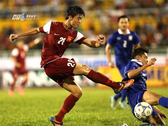 Duy Mạnh, ngôi sao sáng nhất bên phía U21 Việt Nam. Anh nhiều khả năng giành danh hiệu cầu thủ xuất sắc nhất năm 2015 trong cuộc bình chọn Quả bóng vàng Việt Nam.(Ảnh: Quang Minh)