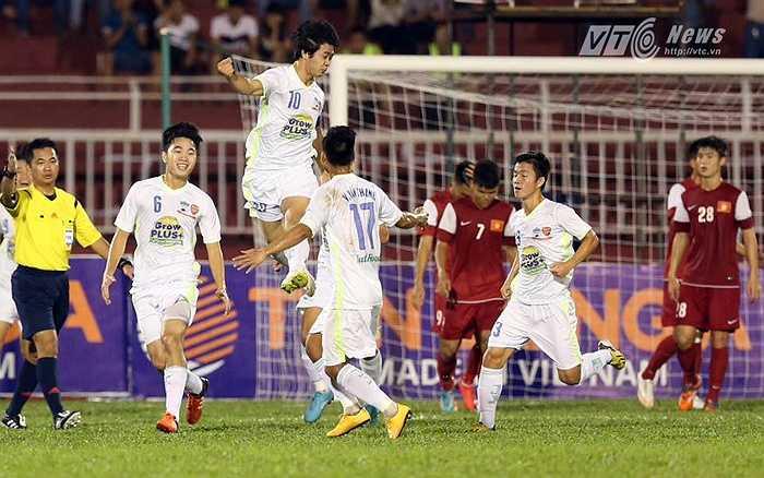 U21 HAGL đã khởi đầu như mơ với siêu phẩm đá phạt của Công Phượng cùng thế trận áp đảo và buộc đối thủ phải chạy theo mình. (Ảnh: Quang Minh)