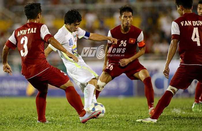 Pha solo và ghi bàn của Công Phượng mở ra chiến thắng 3-2 trên chấm 11m sau đó của U21 HAGL sau khi hai đội hòa 2-2 ở 90 phút thi đấu chính thức (Yến Thanh - Ảnh: Quang Minh)