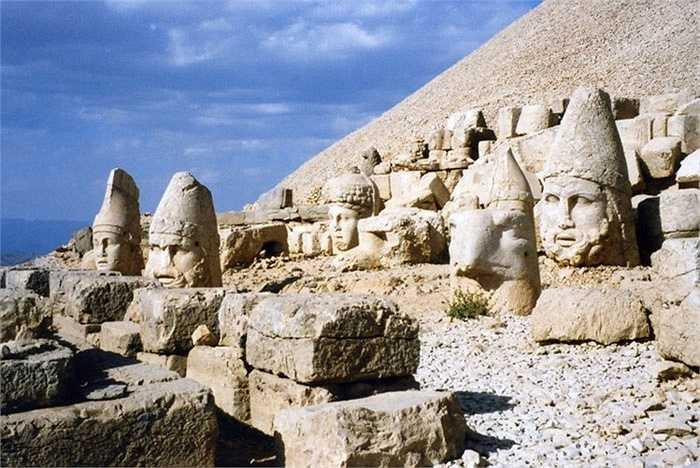 Năm 1987, UNESCO đã đưa di tích khảo cổ núi Nemrut của Thổ Nhĩ Kỳ vào danh sách Di sản văn hóa thế giới.