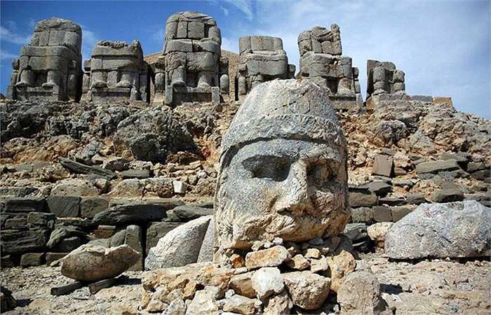 Nhìn chung, lăng mộ mang tính chất thiên văn học và tôn giáo với những nét nghệ thuật đặc sắc thời kỳ cổ đại.