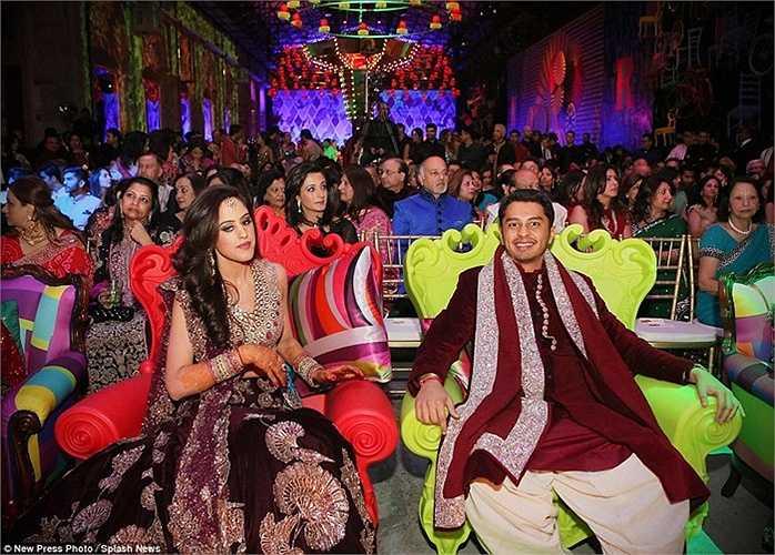 Chú rể Rohan Mehta và cô dây xinh đẹp Rhosini trong bữa tiệc cưới kéo dài 3 ngày tại thành phố Florence, Italia.