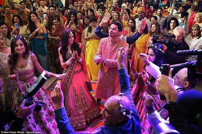Đám cưới của cặp đôi có chi phí ước tính lên tới 14 triệu bảng Anh (tương đương 22 triệu USD), một con số kỉ lục.