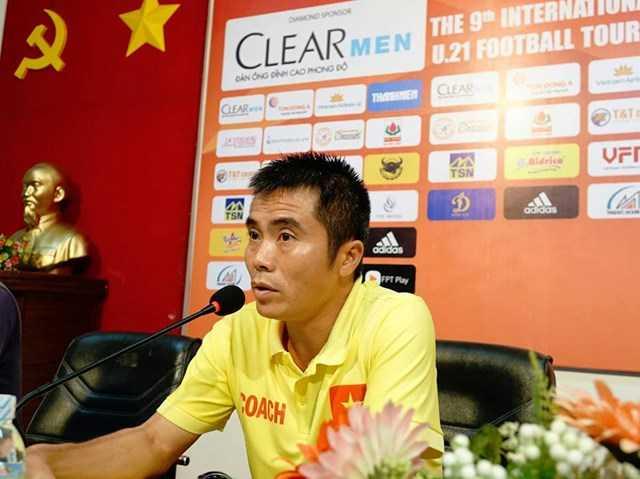HLV U21 Việt Nam cay cú