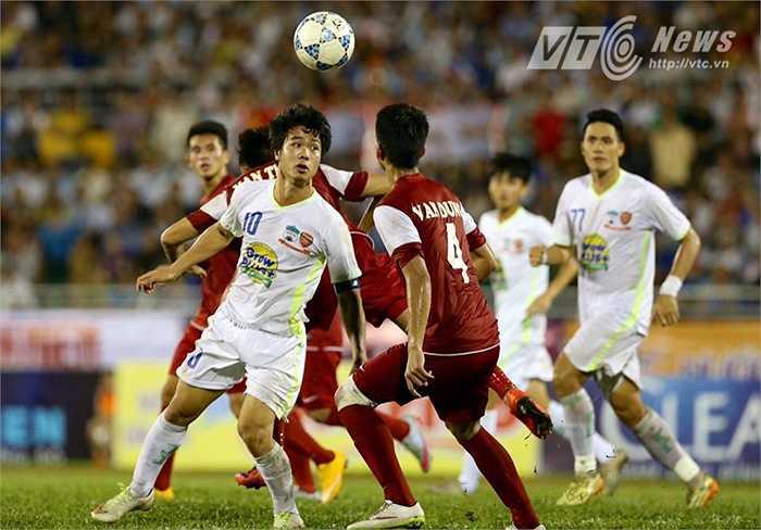 Sau bàn thắng, U21 HAGL chùng xuống và để cho U21 Việt Nam có 2 bàn thắng lật ngược tình thế. (Ảnh: Quang Minh)