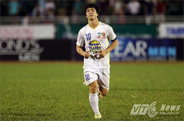 Công Phượng là người sút quả 11m thứ 4 cho U21 HAGL... (Ảnh: Quang Minh)