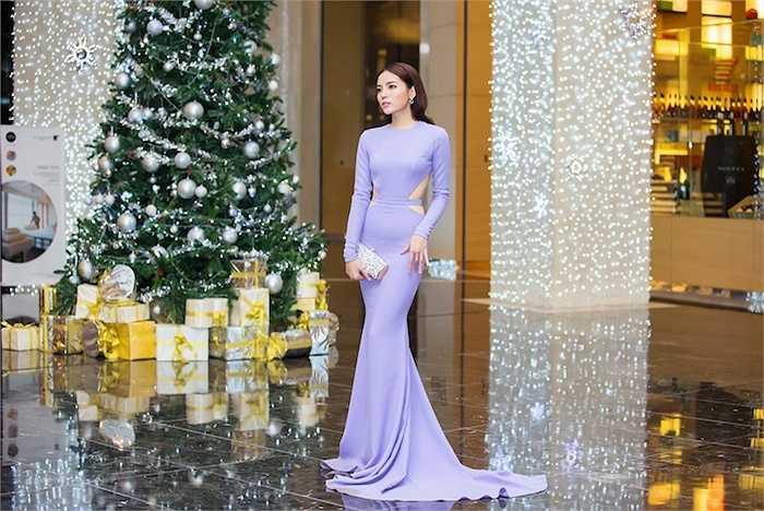 Vào thời điểm cuối năm, Hoa hậu Việt nam 2014 khá bận rộn khi chạy show vừa sắp xếp thời gian để học tốt.