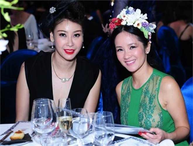 Dù đã là mẹ của hai 'nhóc tì', Hồng Nhung vẫn chăm chỉ diện đồ ren xuyên thấu.