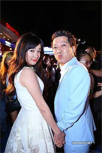 Công khai tình cảm từ buổi ra mắt phim 49 ngày yêu , cặp đôi Nhã Phương - Trường Giang ngay lập tức gây hiệu ứng mạnh mẽ trên mọi phương tiện truyền thông.