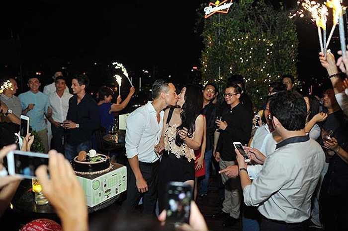 Kim Lý và Trương Ngọc Ánh thể hiện tình cảm đầy quyết liệt dù không chính thức.