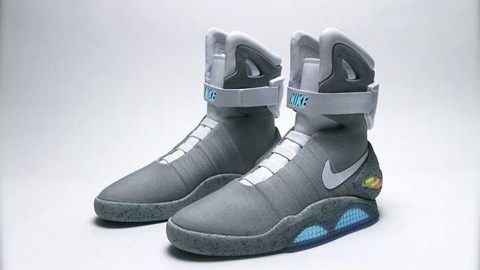 Nike Air Mag là phiên bản đời thật đôi giày của Marty McFly trong bộ phim Back to the Future được sản xuất vào năm 2011. Chỉ 1510 đôi được bán ra với giá dao động từ 2000-9000 USD. Song rapper Tinie Tempah cho biết anh mua trên eBay với giá 37500 USD.
