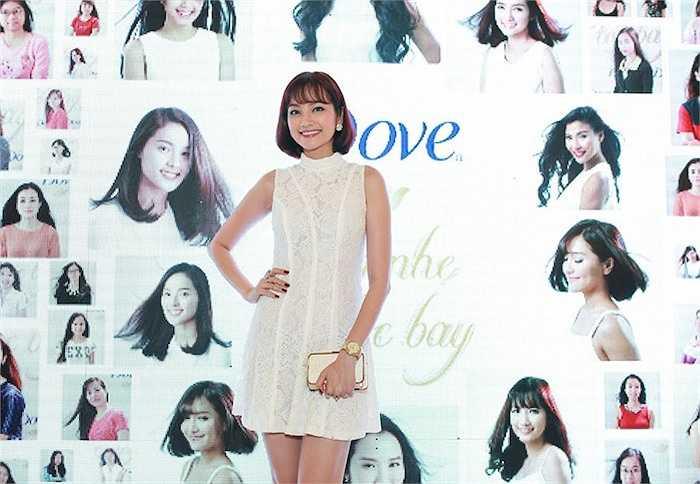Bích Phương Idol, Trúc Diễm vừa tham gia sự kiện 'Tung nhẹ tóc bay' tại TP.HCM.