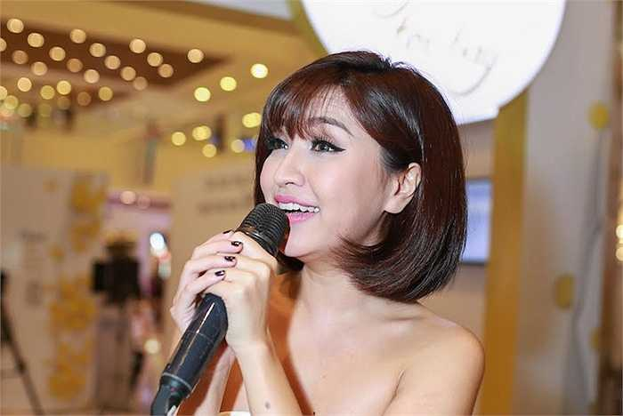 Cùng ngắm thêm những hình ảnh của Bích Phương Idol và Trúc Diễm tại sự kiện: