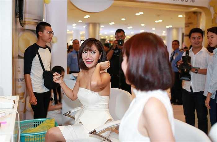Bích Phương Idol cũng có mặt tại sự kiện.