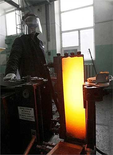 Máy sản xuất platium có độ tinh khiết 99,98% tại nhà máy Krastsvetmet.