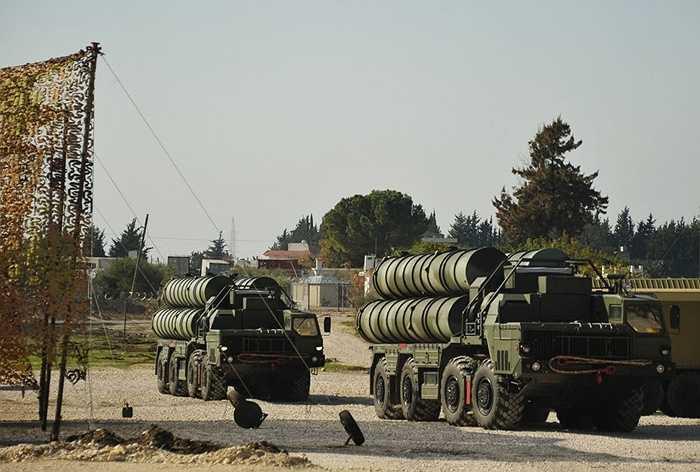 Hệ thống phòng không S-400 của Nga ở căn cứ không quân Hmeymim, Syria