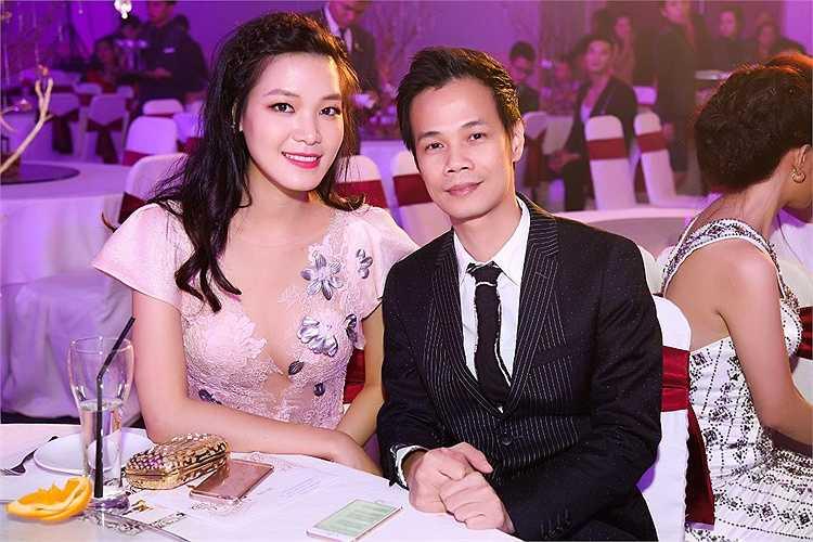 Hoa hậu gốc Đà Nẵng trở lại với hình ảnh yêu kiều hơn, xinh đẹp hơn sau khi những lần xuất hiện bị cho là 'mặc gì cũng xấu'.