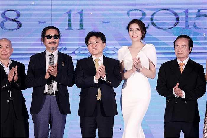 Thời điểm cuối năm, Kỳ Duyên khá đắt show even khi liên tục di chuyển giữa Hà Nội, Sài Gòn và ít có thời gian nghỉ ngơi.