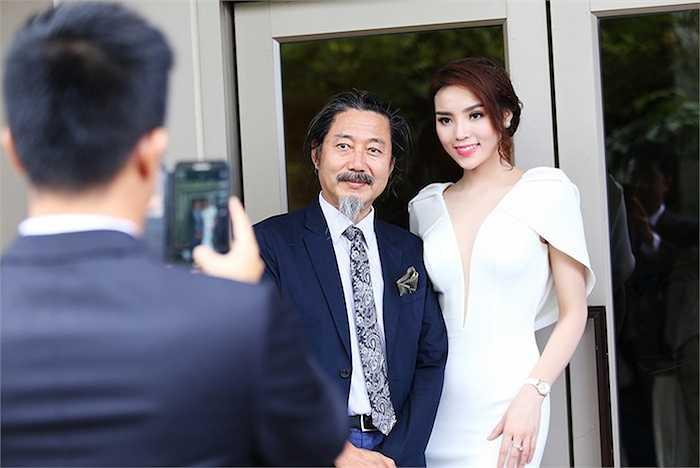 Người đẹp 19 tuổi chia sẻ, dù khá mệt vì lich hoạt động dày đặc, đồng thời phải đảm bảo việc học tại Đại học Ngoại thương Hà Nội.