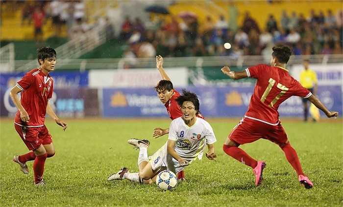 Tuấn Anh được xem là tiền vệ tài hoa bậc nhất Việt Nam hiện nay. Anh luôn thi đấu lăn xả giữa vòng vây bất cứ đối thủ nào. Tuấn Anh là trái tim ở tuyến giữa của các cầu thủ U21 HAGL. Anh được gọi vào U23 Việt Nam.