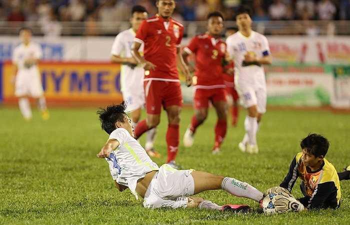 Văn Toàn là đối tác ăn ý của Công Phượng trên hàng công. Anh đã có 1 bàn thắng ở giải U21 Quốc tế Báo Thanh Niên Cúp Clear Men 2015.