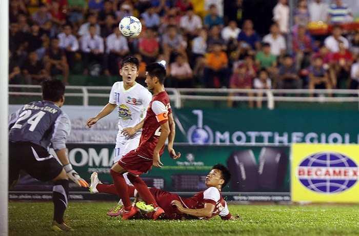 Thật tiếc khi U21 Việt Nam vs U21 HAGL gặp nhau ngay từ bán kết. Họ cống hiến một trận đấu để đời, nhiều cung bậc cảm xúc, hấp dẫn suốt 90 phút đến loạt luân lưu và cả trong phòng họp báo.