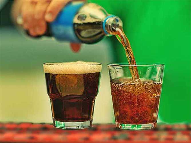 Soda: Với bất kỳ loại nước ngọt nào cho dù đó là một thức uống đơn giản hoặc một loại nước giải khát, nó có thể gây kích thích bàng quang và có thể làm cho bạn cảm thấy muốn đi tiểu thường xuyên.