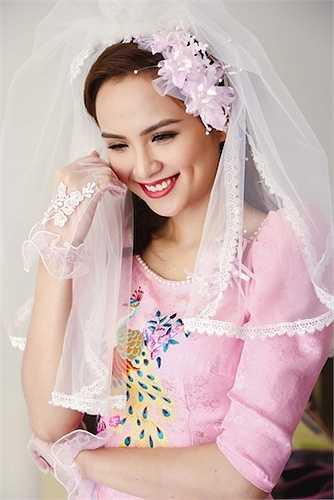 Diễm Hương diện đầm cưới cổ điển của NTK Thuận Việt.
