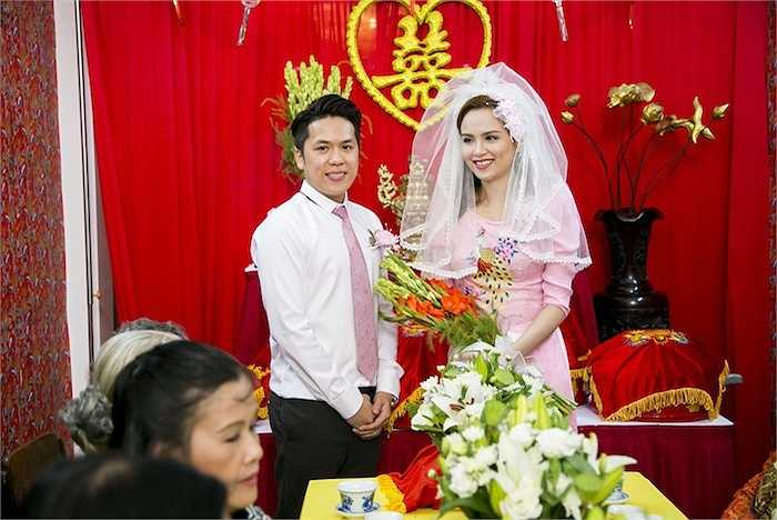 Quang Huy - Diễm Hương chính thức ra mắt hai họ.