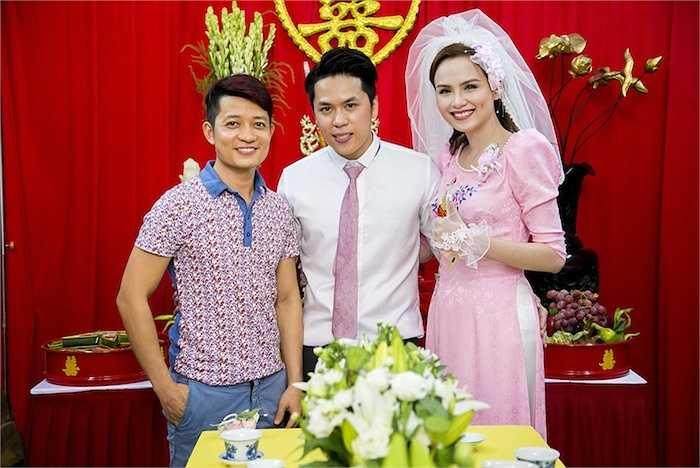 NTK Thuận Việt đến chúc mừng hạnh phúc của Hoa hậu Thế giới người Việt 2010.