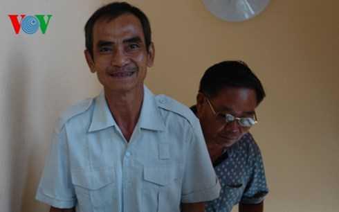 Ông Huỳnh Văn Nén cười vui trong ngày được trả tự do
