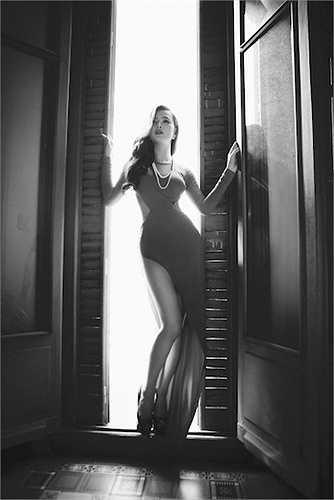 Vai diễn nữ ca sỹ ngôi sao kiêu kỳ, sinh ra và lớn lên trong nhung lụa nhưng bản thân luôn không cảm thấy hạnh phúc. Đã vậy, cô còn vướng phải những âm mưu bắt cóc khó lường...