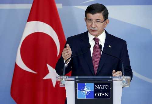 Thủ tướng Thổ Nhĩ Kỳ Ahmet Davutoglu trong cuộc họp báo tại Brussels ngày 30/11. Ảnh: Reuters