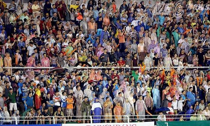Ngay ở trận chung kết vừa rồi, dù trời mưa lớn nhưng khán giả vẫn tới xem rất đông