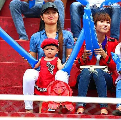 U21 HAGL, U21 Việt Nam là nhân tố chính kéo người hâm mộ tới sân. (Ảnh: Quang Minh)