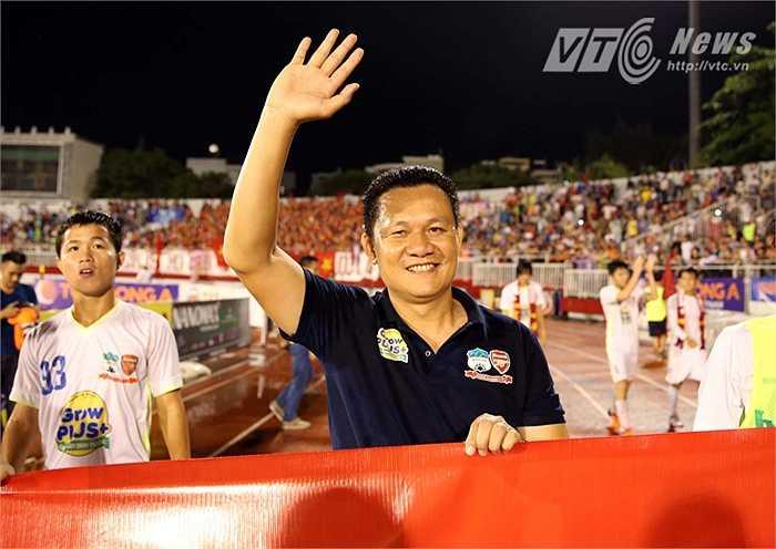 HLV Nguyễn Quốc Tuấn để lại dấu ấn chiến thuật đậm nét trong trận chung kết với U19 Hàn Quốc. (Ảnh: Quang Minh)