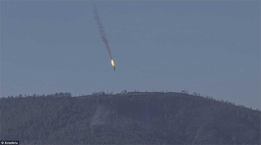 Bộ Quốc phòng Thổ Nhĩ Kỳ cho biết đã cảnh báo máy bay vi phạm 10 lần trong vòng 5 phút trước khi quyết định bắn hạ. (Nguồn: Anodolu)