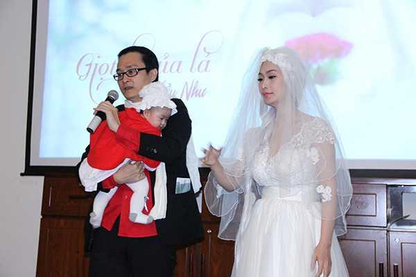 Lê Kiều Như cũng bật mí vào đầu tháng 12 sắp tới vợ chồng cô sẽ chính thức tổ chức lễ ăn hỏi ở Cần Thơ quê nhà của cô.