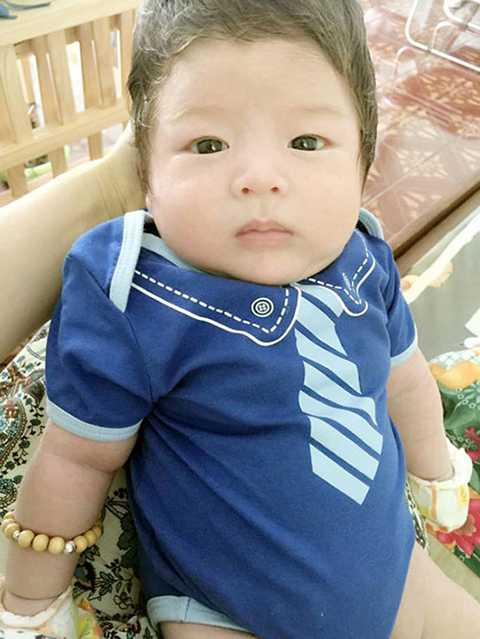 Được biết, con trai Nhật Kim Anh tên thật là Ngô Bửu Long, tên tiếng Anh là Ethan còn tên ở nhà là Ku Tiin. Bé ăn ngủ tốt, ít quấy mẹ và vô cùng đáng yêu.