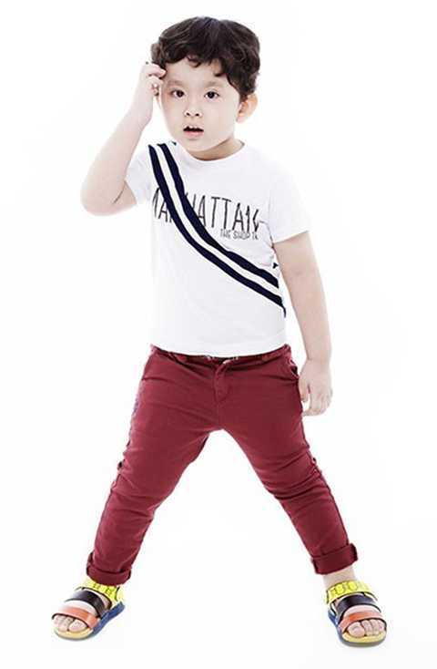 Sushi khá dạn dĩ khi xuất hiện trước truyền thông. Không những thế, cậu bé còn tham gia với vai trò người mẫu nhí trong một số chương trình thời trang dành cho trẻ em.