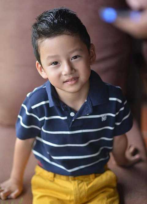 Hiện tại, bé đã lên 7 tuổi nhưng Bảo Nam vẫn được thừa hưởng tất cả những nét đẹp của cả ba Quang Dũng và mẹ Jennifer. Càng lớn Bảo Nam càng có nét và đẹp trai, luôn tỏ ra bảnh bao, chững chạc như người lớn.