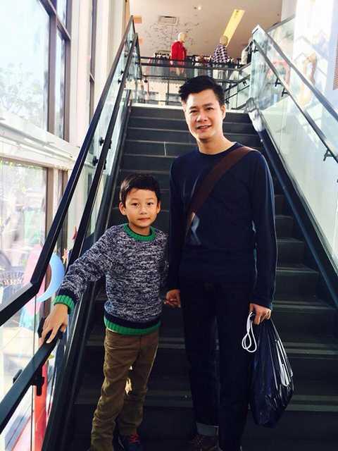 Quang Dũng chắc cũng sẽ không ngờ con trai sơ sinh tựa thiên thần của mình cách đây 7 năm... giờ đã trở thành một cậu bé điềm tĩnh, chững chạc.