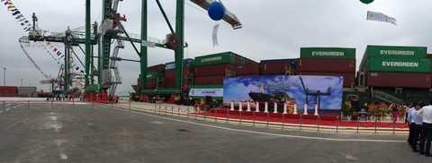Tại khu vực bãi container, Vip Greenport  trang bị hệ thống 8 cẩu giàn RTG cuả Nhật Bản và Châu Âu sử dụng điện năng, đảm bảo môi trường trong sạch.