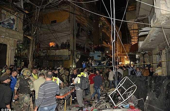 Hiện trường vụ đánh bom kép ở ngoại ô phía nam Beirut, Lebanon tối 12/11 khiến gần 300 người thương vong