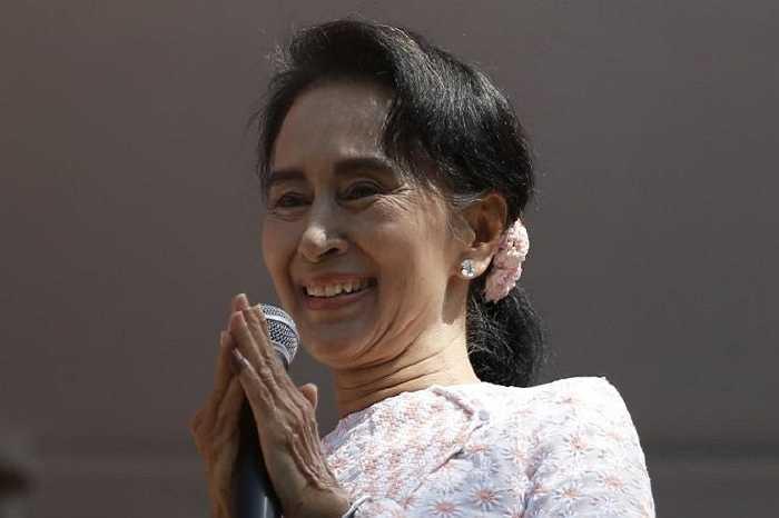 Ngày 13/11, ủy ban bầu cử liên bang Myanmar thông báo Đảng Liên đoàn quốc gia vì dân chủ (NLD) của bà Aung San Suu Kyi đã giành đa số ghế tại hai viện Quốc hội Myanmar