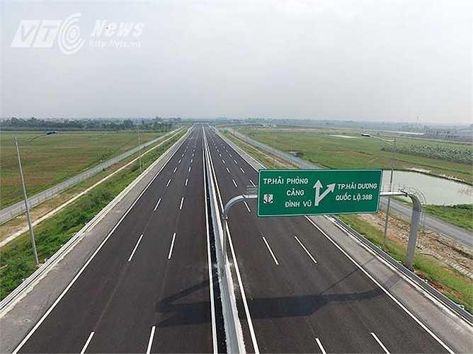 Dự án cao tốc Hà Nội - Hải Phòng là cao tốc đầu tiên của Việt Nam xây dựng theo tiêu chuẩn quốc tế. Dự án được khởi công từ tháng 5/2008, dự kiến hoàn thành và thông xe toàn tuyến vào ngày 5/12/2015. Tổng mức đầu tư 45.487 tỷ đồng, từ nguồn vốn vay của Ngân hàng phát triển Việt Nam (VDB).