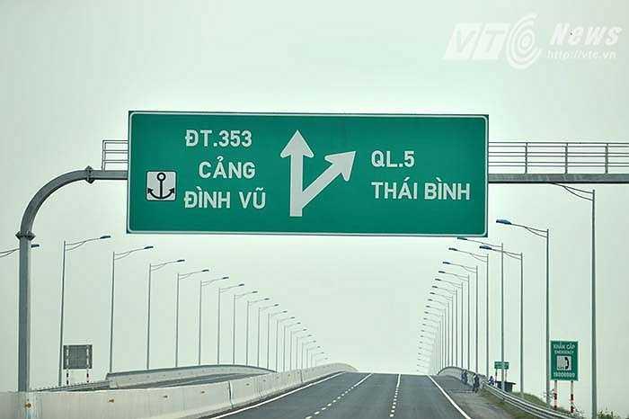 Tuyến cao tốc sẽ giảm tải cho quốc lộ 5, rút ngắn thời gian đi từ Hà Nội xuống Hải Phòng chỉ còn khoảng 1,5 giờ thay vì 2,5 giờ như trước đây. Điểm cuối tuyến cao tốc là cảng Ðình Vũ, quận Hải An (Tp. Hải Phòng). (Ảnh: Việt Linh)